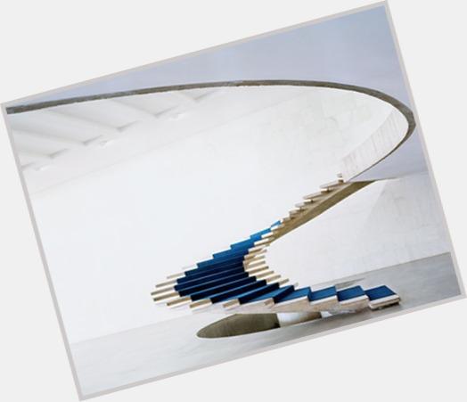 Oscar Niemeyer hot 4.jpg