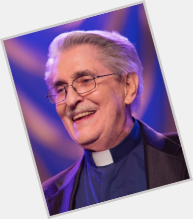 """<a href=""""/hot-men/paul-crouch/is-he-dead-or-alive"""">Paul Crouch</a> Average body,  grey hair & hairstyles"""