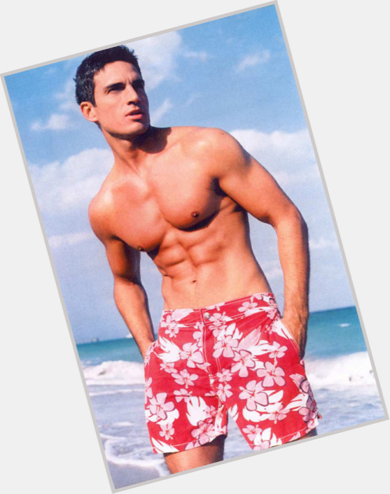 "<a href=""/hot-men/ramiro-fumazoni/where-dating-news-photos"">Ramiro Fumazoni</a> Athletic body,  dark brown hair & hairstyles"