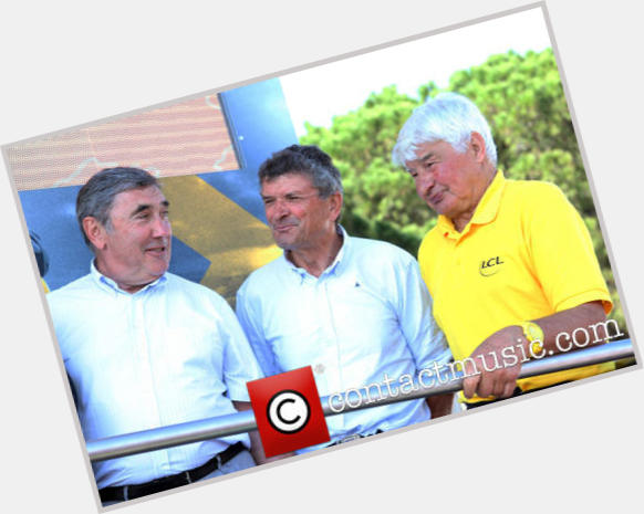 "<a href=""/hot-men/raymond-poulidor/where-dating-news-photos"">Raymond Poulidor</a> Average body,  grey hair & hairstyles"