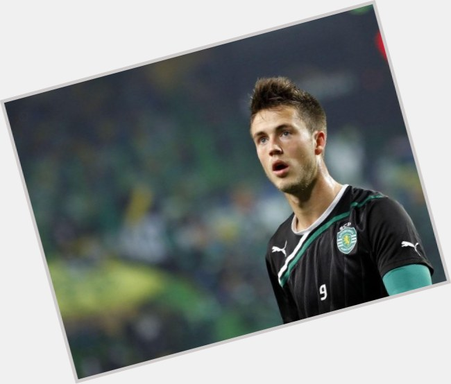 "<a href=""/hot-men/ricky-van-wolfswinkel/where-dating-news-photos"">Ricky Van Wolfswinkel</a> Athletic body,  light brown hair & hairstyles"