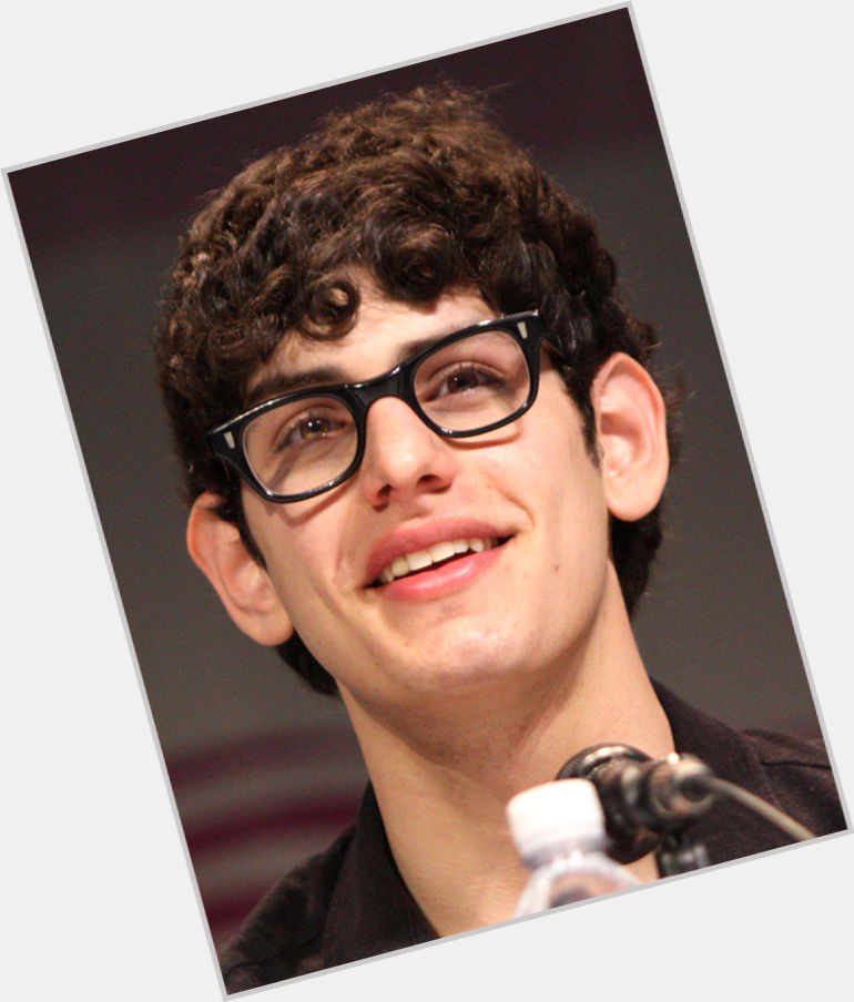 "<a href=""/hot-men/robbie-shapiro/where-dating-news-photos"">Robbie Shapiro</a> Slim body,  black hair & hairstyles"
