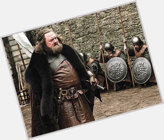 "<a href=""/hot-men/robert-baratheon/is-he-hagrid-targaryen-older-stannis-really-dead"">Robert Baratheon</a> Large body,  black hair & hairstyles"