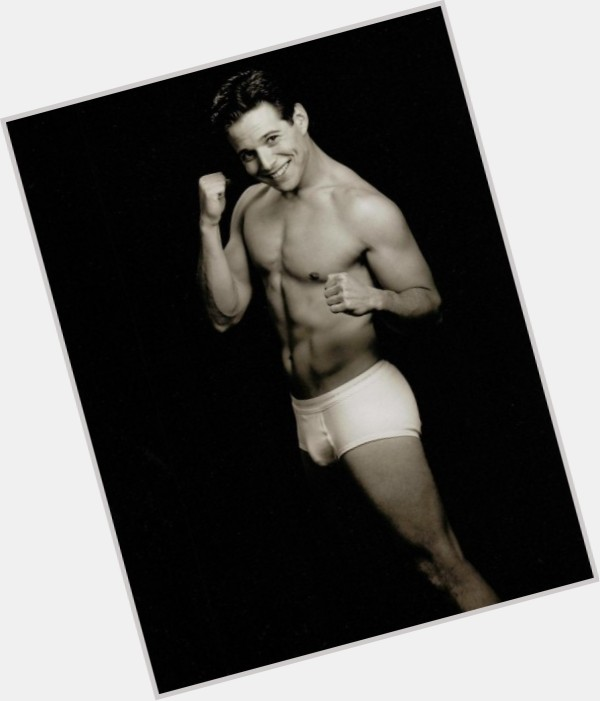 "<a href=""/hot-men/robert-merrill/where-dating-news-photos"">Robert Merrill</a> Athletic body,  dark brown hair & hairstyles"