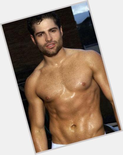 Roberto Manrique sexy 0.jpg