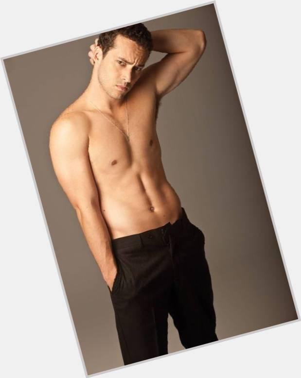 "<a href=""/hot-women/rodrigo-andrade/where-dating-news-photos"">Rodrigo Andrade</a> Average body,  black hair & hairstyles"