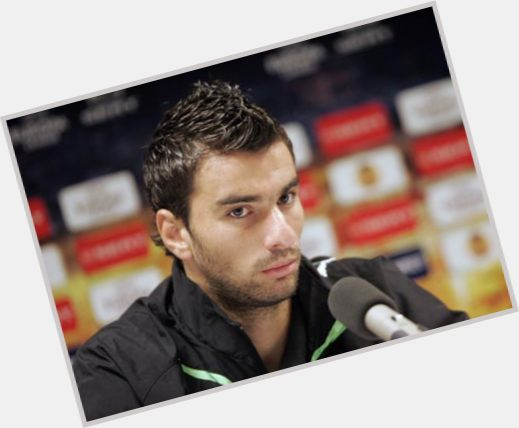 Rui Patricio dark brown hair & hairstyles Athletic body,
