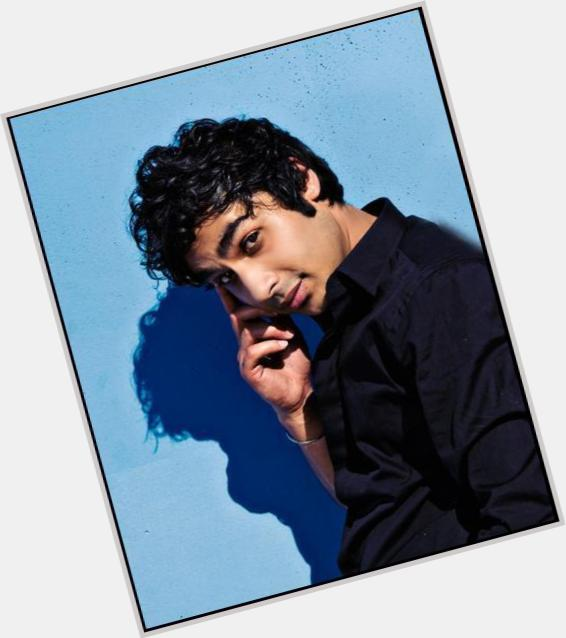 """<a href=""""/hot-men/rajesh-koothrappali/is-he-koothrappalis-accent-real-rich-indian-married"""">Rajesh Koothrappali</a> Slim body,  black hair & hairstyles"""