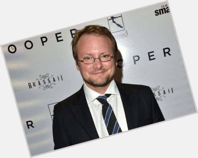 "<a href=""/hot-men/rian-johnson/is-he-married-much-worth-tall-abe-kid"">Rian Johnson</a> Average body,  light brown hair & hairstyles"
