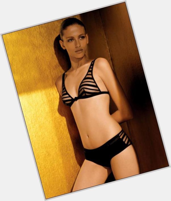 "<a href=""/hot-women/sarah-freitas/where-dating-news-photos"">Sarah Freitas</a> Slim body,  light brown hair & hairstyles"