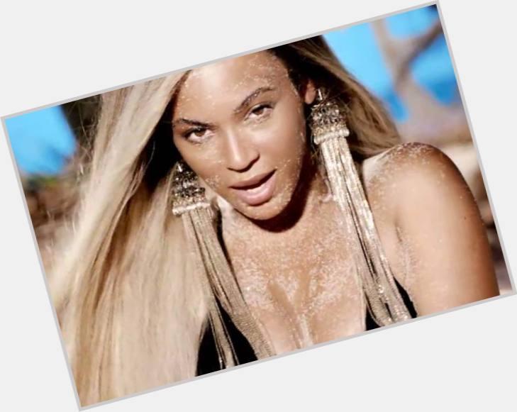 """<a href=""""/hot-women/stunning-summer/where-dating-news-photos"""">Stunning Summer</a>  blonde hair & hairstyles"""