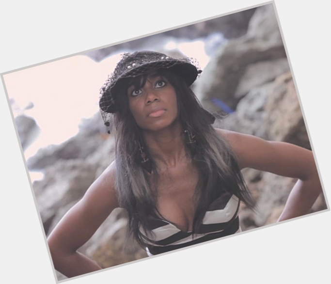 "<a href=""/hot-women/santigold/is-she-gay-man-married-black-good-live"">Santigold</a> Average body,  light brown hair & hairstyles"