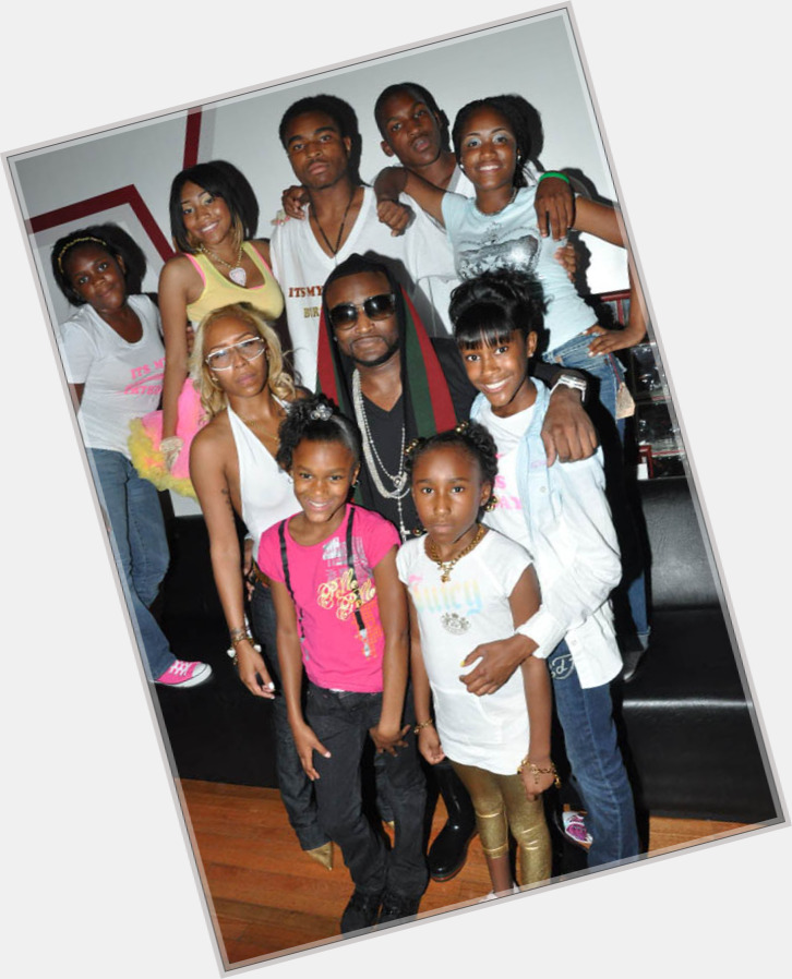"""<a href=""""/hot-men/shawty-lo/is-he-g-unit-signed-blood-broke-married"""">Shawty Lo</a> Average body,  black hair & hairstyles"""