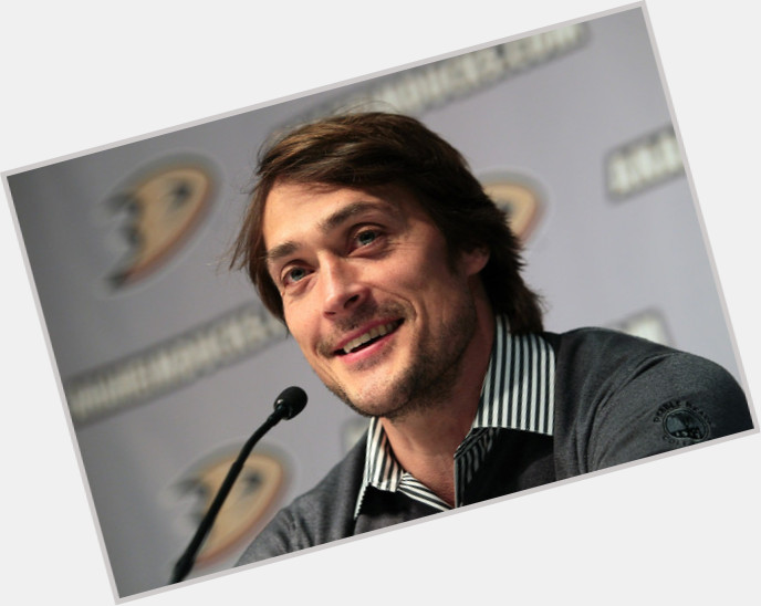 Teemu Selanne dark brown hair & hairstyles Athletic body,