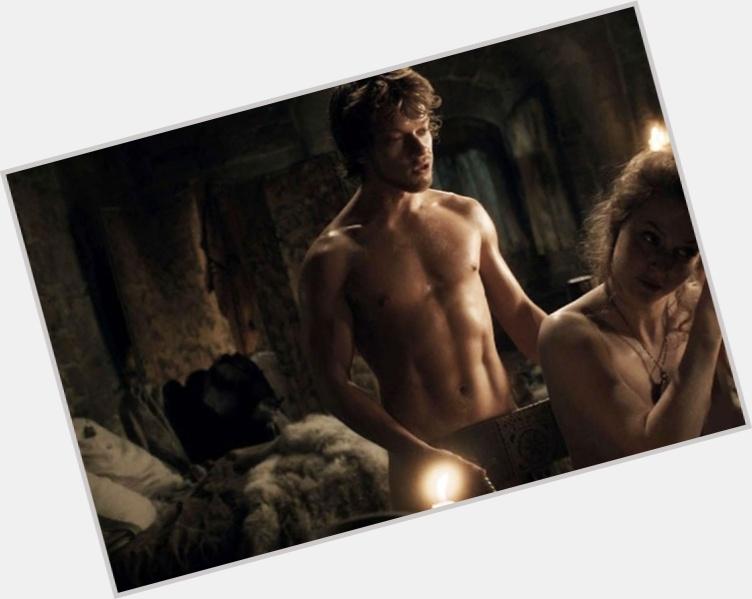 Theon Greyjoy sexy 5.jpg