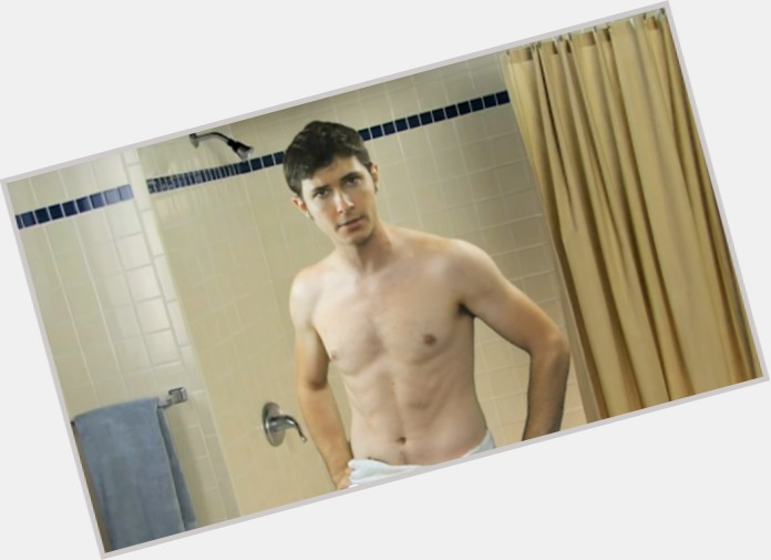 "<a href=""/hot-men/toby-turner/is-he-single-rich-dead-left-handed-married"">Toby Turner</a> Slim body,  dark brown hair & hairstyles"