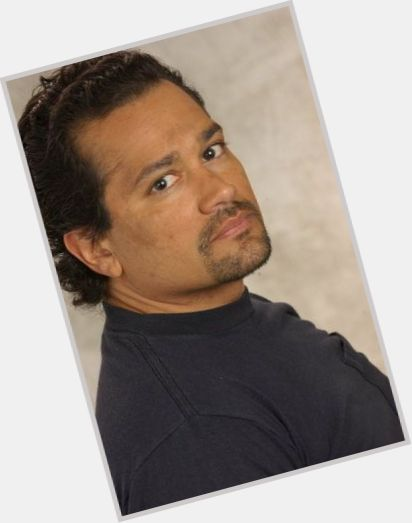 "<a href=""/hot-men/tony-alameda/where-dating-news-photos"">Tony Alameda</a> Average body,  dark brown hair & hairstyles"