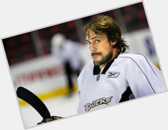"<a href=""/hot-men/teemu-selanne/is-he-hall-famer-retiring-coming-back-married"">Teemu Selanne</a> Athletic body,  dark brown hair & hairstyles"