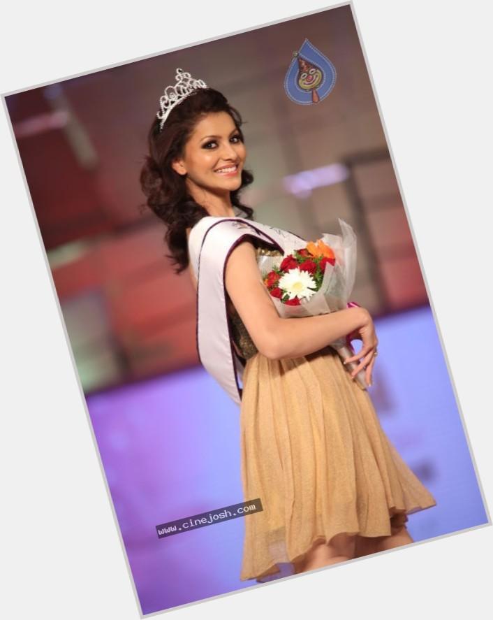 Urvashi Rautela sexy 8