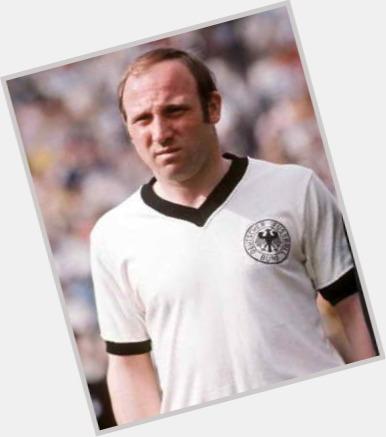 """<a href=""""/hot-men/uwe-seeler/where-dating-news-photos"""">Uwe Seeler</a>"""