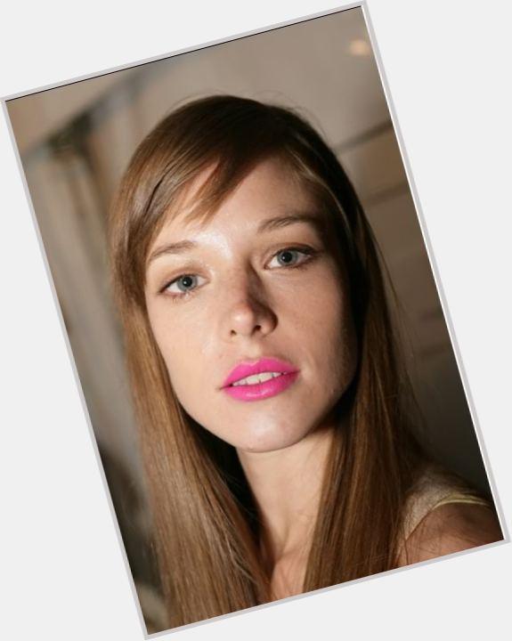 "<a href=""/hot-women/valeria-garcia/where-dating-news-photos"">Valeria Garcia</a> Slim body,  light brown hair & hairstyles"