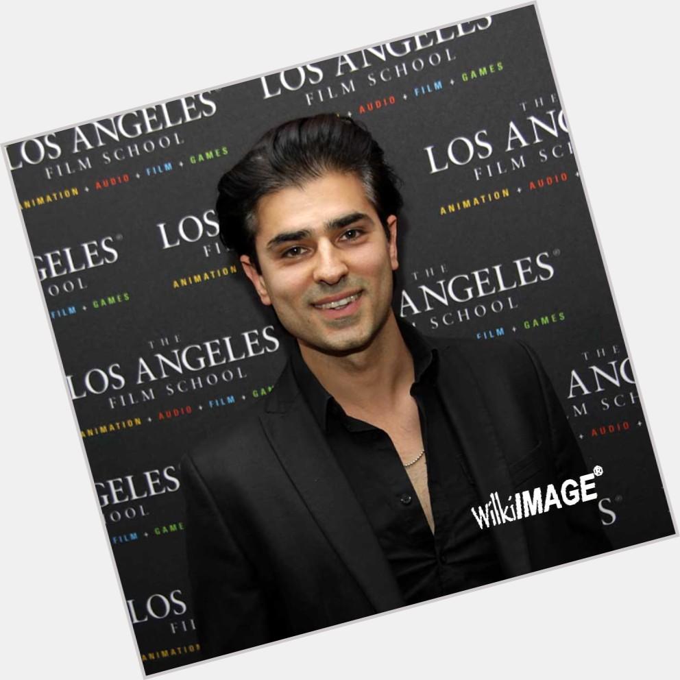 "<a href=""/hot-men/vaz-andreas/where-dating-news-photos"">Vaz Andreas</a> Average body,  dark brown hair & hairstyles"