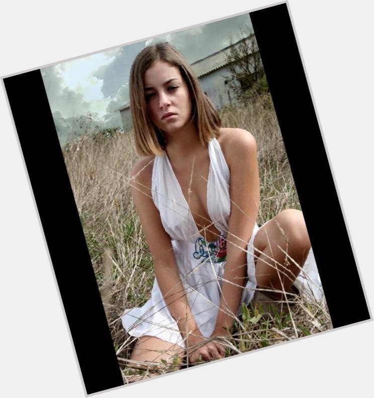 Victoria Guerra hairstyle 5.jpg