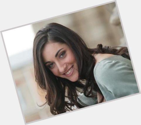"""<a href=""""/hot-women/victoria-petrosillo/where-dating-news-photos"""">Victoria Petrosillo</a> Slim body,  dark brown hair & hairstyles"""