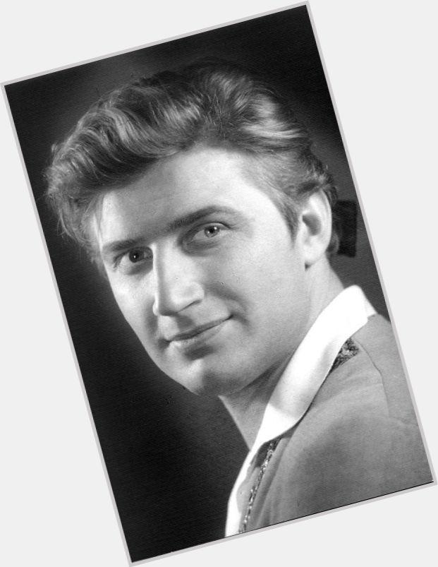 "<a href=""/hot-men/viktor-bortsov/where-dating-news-photos"">Viktor Bortsov</a> Average body,  blonde hair & hairstyles"