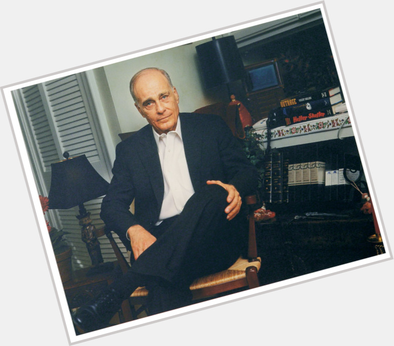 """<a href=""""/hot-men/vincent-bugliosi/is-he-still-alive-sick"""">Vincent Bugliosi</a> Average body,  grey hair & hairstyles"""