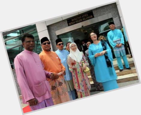 Wan Azizah dating 8