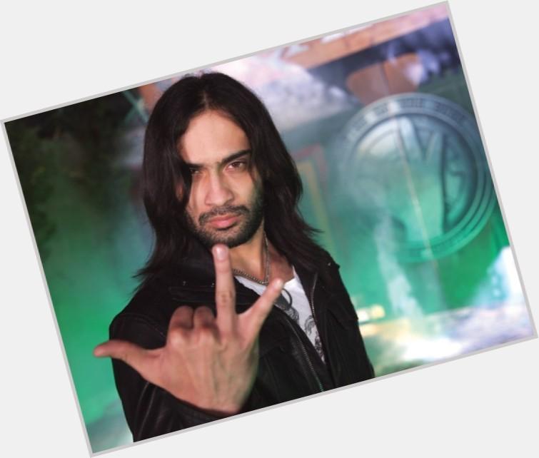 Waqar Zaka hairstyle 9.jpg