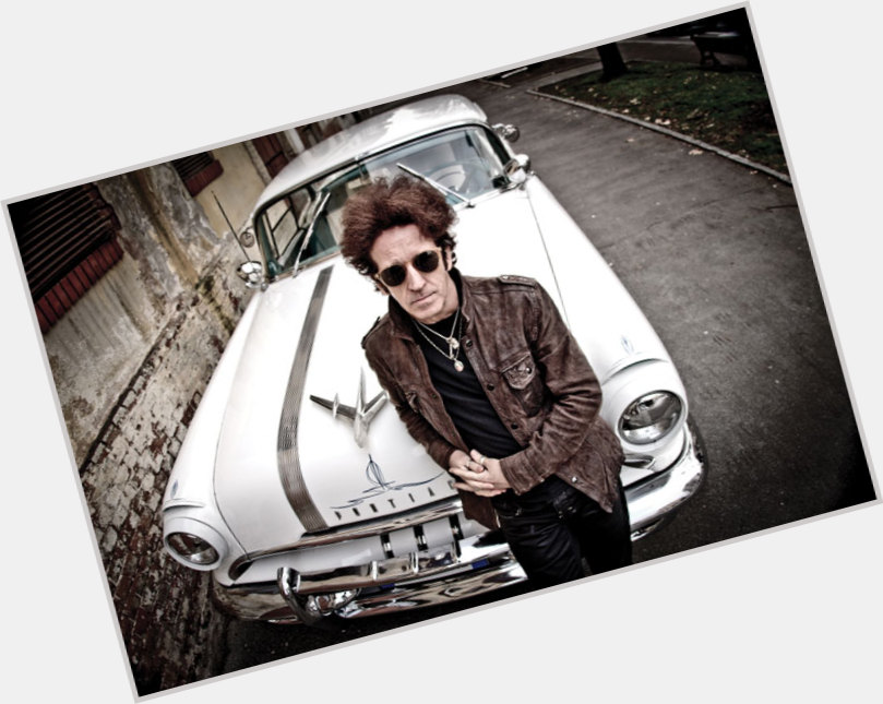 """<a href=""""/hot-men/willie-nile/where-dating-news-photos"""">Willie Nile</a>"""
