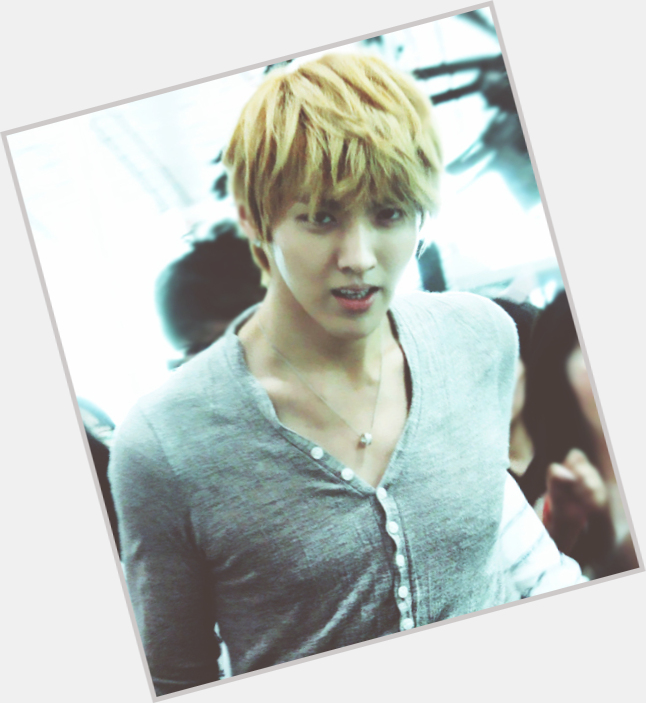 Wu Yifan light brown hair & hairstyles Athletic body,