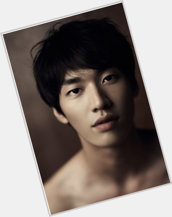 "<a href=""/hot-men/young-kwang-kim/where-dating-news-photos"">Young Kwang Kim</a> Athletic body,"