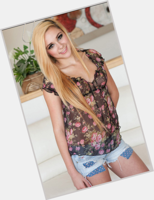 Zoey Foxx body 5.jpg